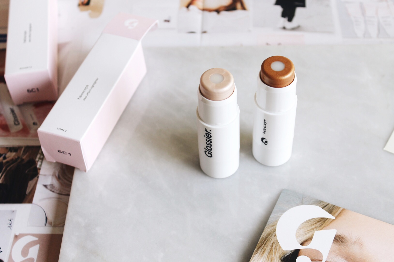 Glossier Haloscope Dew Effect Highlighter in Quartz and Golden Topaz Review, Glossier Haloscope, Dew Effect Highlighter, Strobing, Glossier Highlighter Review, Glossier Swatches, Haloscope, Haloscope swatches, Haloscope Review