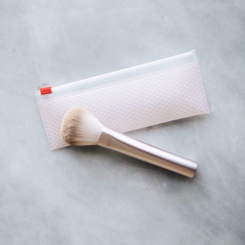 Glossier Wowder Review, Glossier In the Wild, Glossier Wowder, Glossier Wowder Brush, Wowder Brush Review, Glossier Pink Pouch